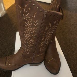 This pair of boots are in great condition